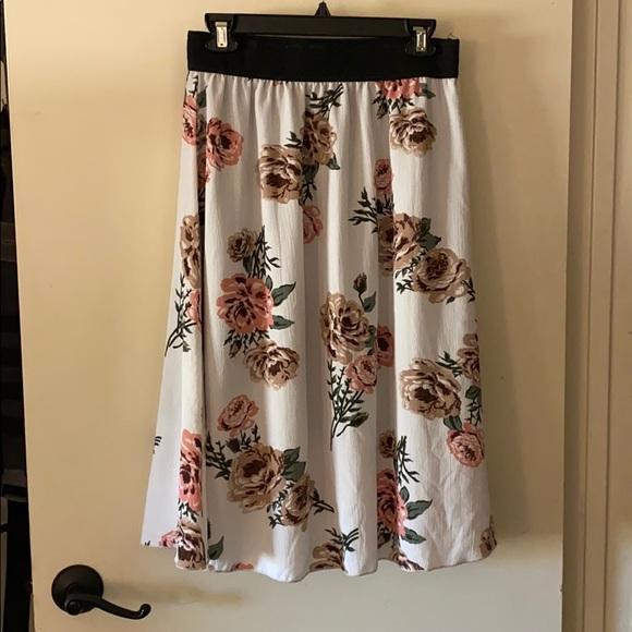 LuLaRoe Dresses & Skirts - LuLaRoe Lola just-below-the-knee skirt.